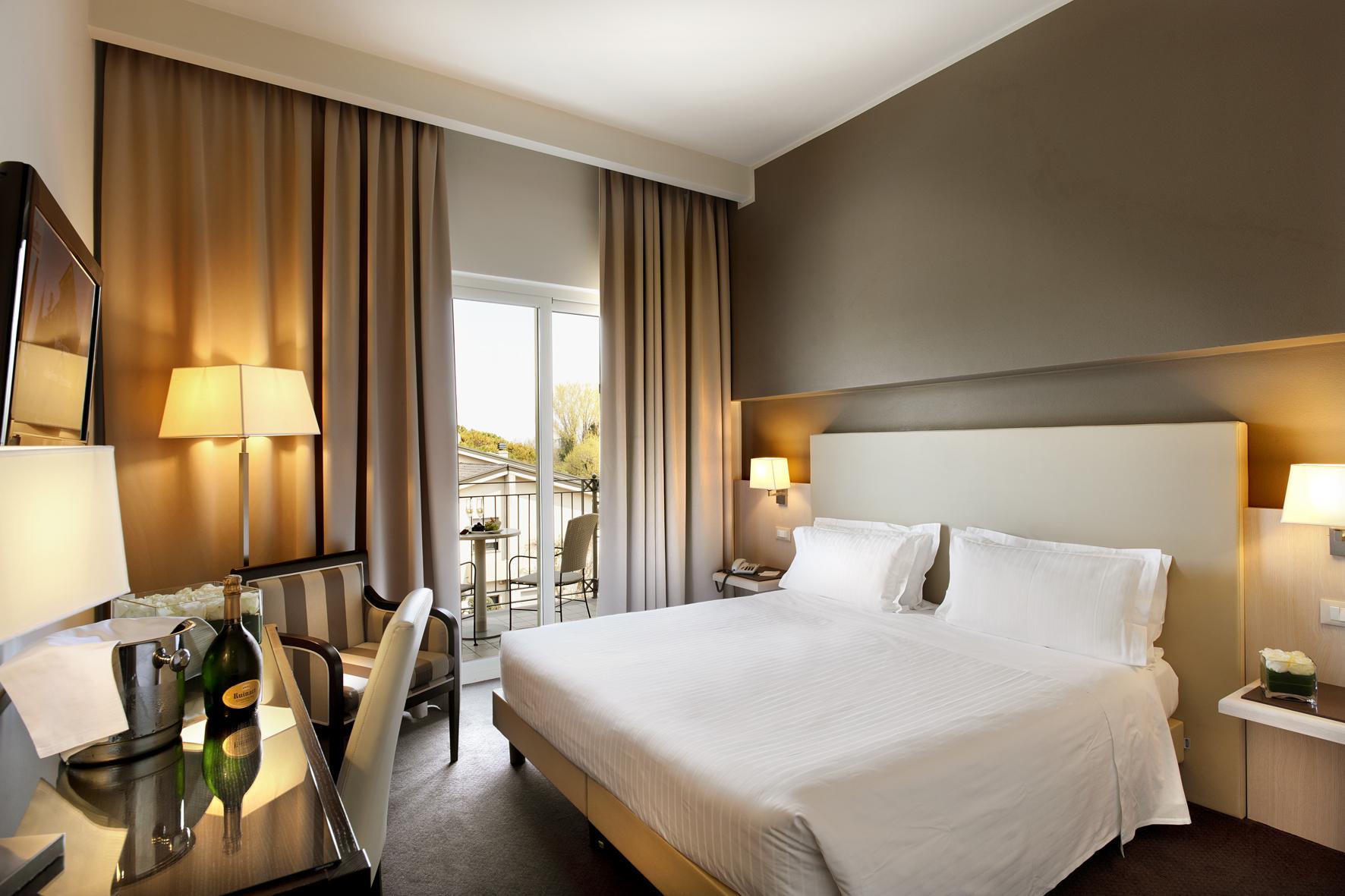 Villa Rosa Hotel, Desenzano, Lake Garda, Italy - Standard room.jpg